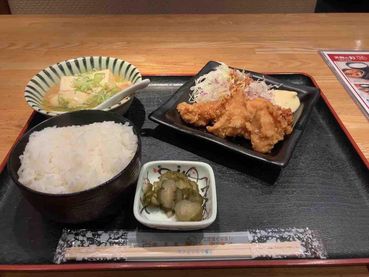 肉豆腐と鳥の唐揚げ定食