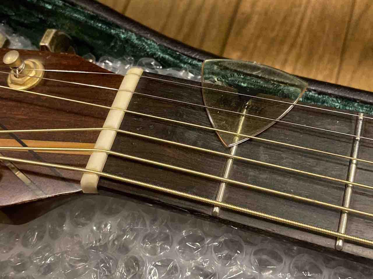 ヤイリギターのピック