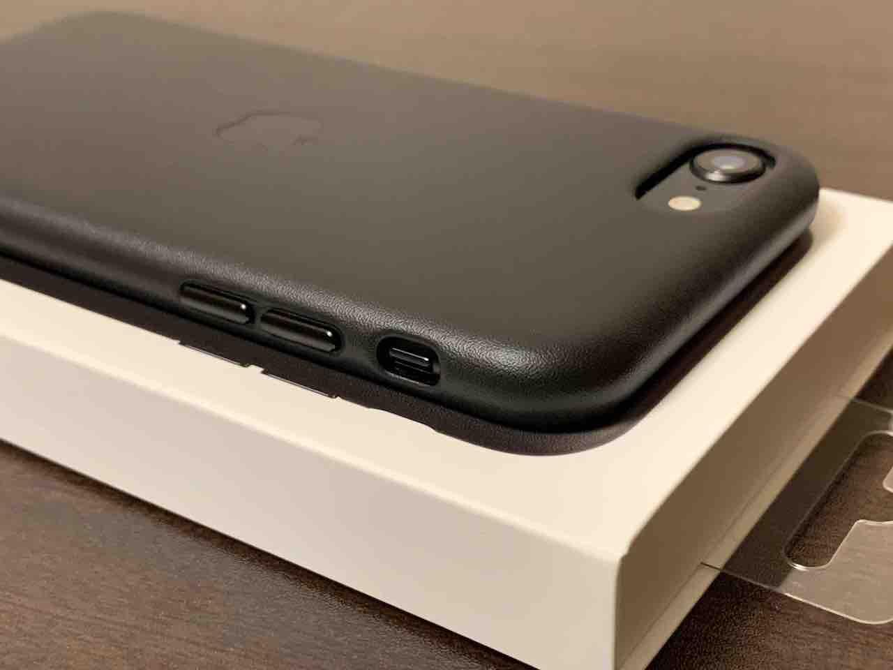 iPhone se2 純正レザーケース